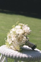bridal-bouquet-daisies-ivory-roses