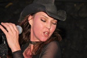 Die Soul-Diva kehrt zurück - Winehouse-Coverband Back-to-Black in Uslar!