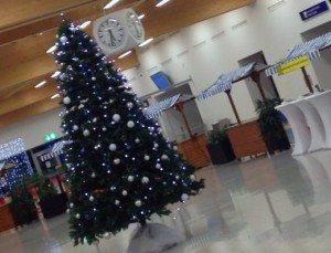Der Nikolaus checkt am Flughafen Kassel-Calden ein!