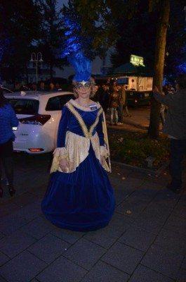 Eine Dame in barocker Aufmachung