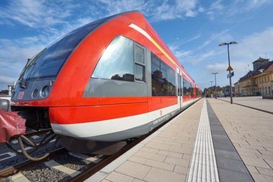 Erster Zug auf der Strecke am Bahnhof Korbach