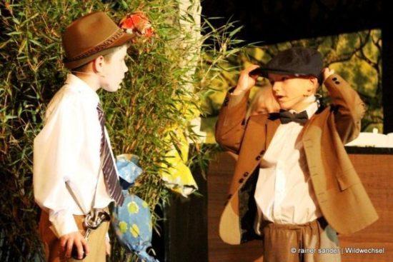 Emil und die Detektive: Jost Kersten (rechts) als Emil und Noah Bahn als Gustav (Foto: Rainer Sander)