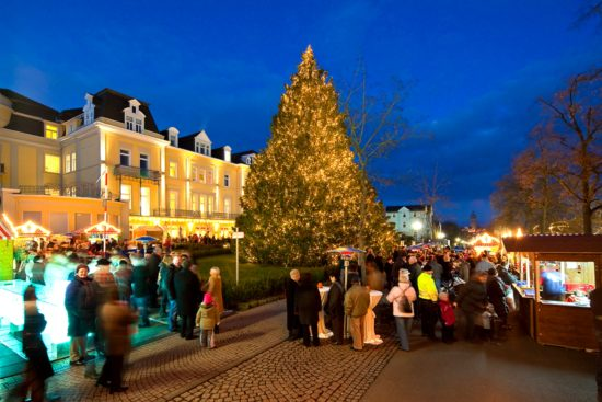 Hessens Rekord-Lichterbaum strahlt zum 10. Mal in Bad Wildungen - Wunschbaum-Wohltätigkeitsmarkt 2017 für guten Zweck