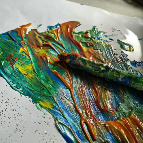 """Die neue Ausstellung """"Im Fluss des Lebens"""" soll Freude vermitteln und berühren."""