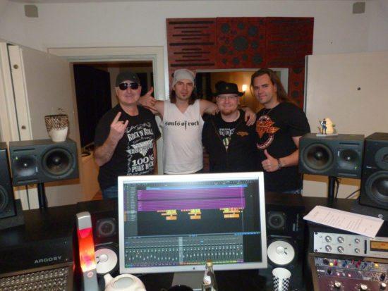 Mike Gerhold im Studio mit Bonfire