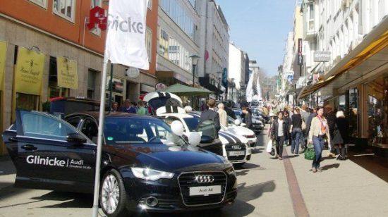 Ähnlich wie zum Frühlingserwachen 2017 im Bild werden bei der Casseler Frühlingsfreiheit 2018 die Modelle in der Wilhelmsstraße ausgestellt. Fotograf: Kassel Marketing GmbH