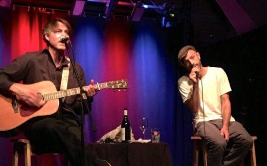 Der Selig Sänger mal ganz intim - Jan Plewka und Marco Schmedtje voller Spielfreude in Fulda