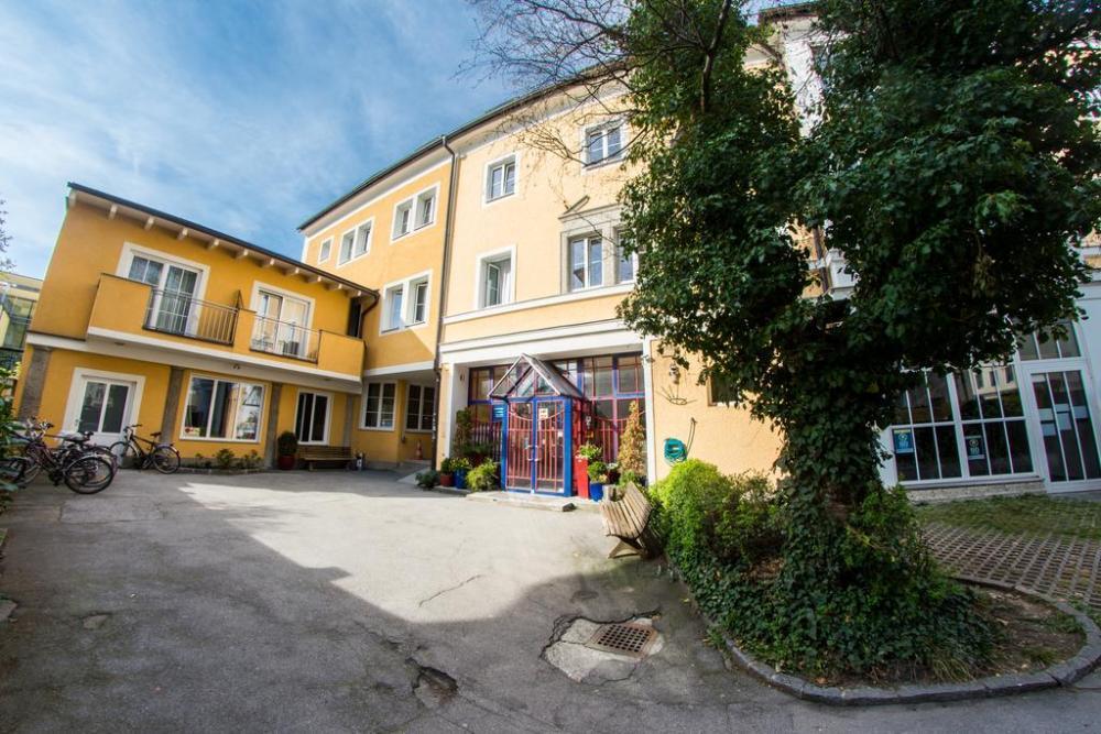 Yoho Hostel