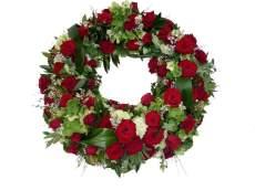 Trauerkranz Klassik (Rundgesteckt, mit roten Rosen)