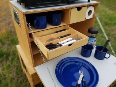 WILLI-WOOD Chuck-Box mit offener Besteckschublade