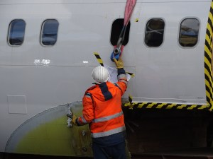 Unloading a section of an aircraft fuselage from a trailer