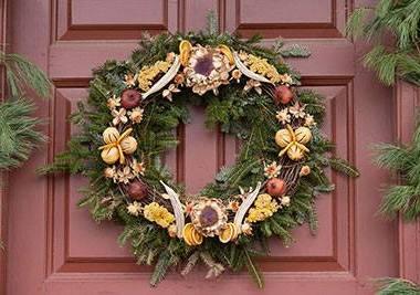 colonial williamsburg wreath workshop
