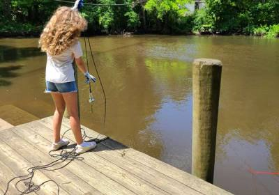 magnet-fishing-in-river