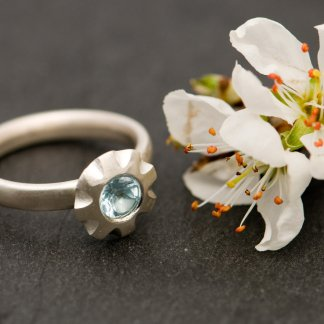 pretty sky blue topaz flower ring in silver