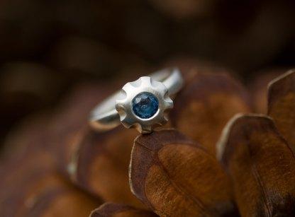 Blue sapphire flower ring in matt silver