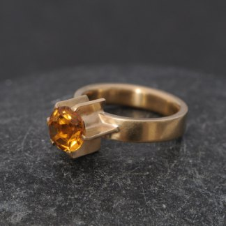 Orange Citrine Fin ring in 18k yellow gold. Designed and handmade by William White