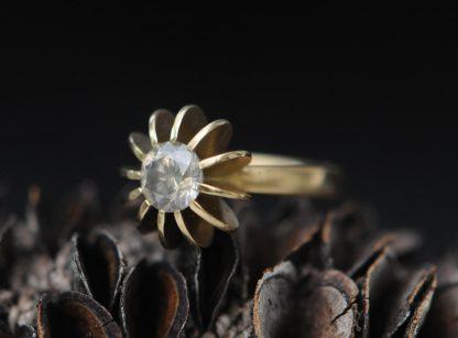 grey sapphire Sea Urchin ring in 18K yellow gold