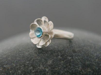 Bright blue Swiss blue topaz stone set in silver daisy ring
