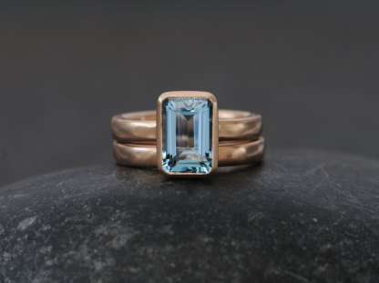 aquamarine-7-x-10mm-wedding-set-in-18K-rose-gold