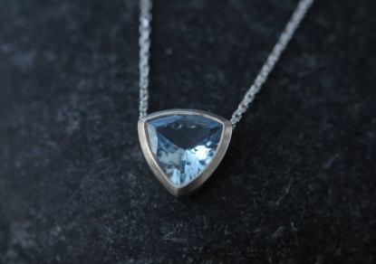 aquamarine trillion necklace 18K white gold