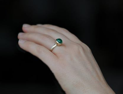 emerald 8mm cab ring in 18K gold on hand