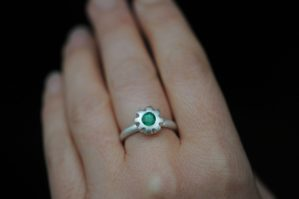 emerald cog ring in silver