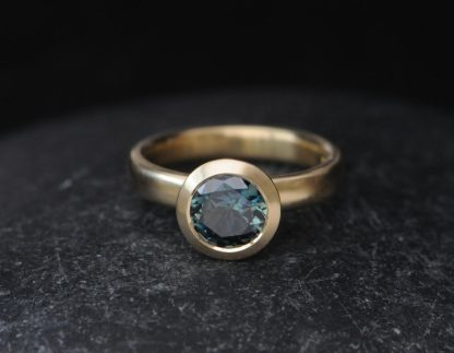 teal 7mm sapphire halo ring 18K yellow gold