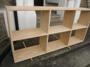 Jointed yellowood bookcase