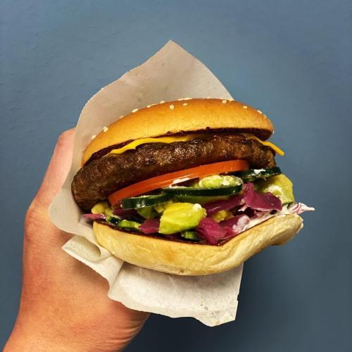 Idag var jag värd denna goda hamburgaren med avocado 🥑🏻#max #maxhamburgare #maxburgers #spicyavocado #avocado