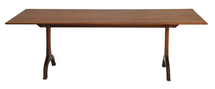 Lot 43: Tretle Table