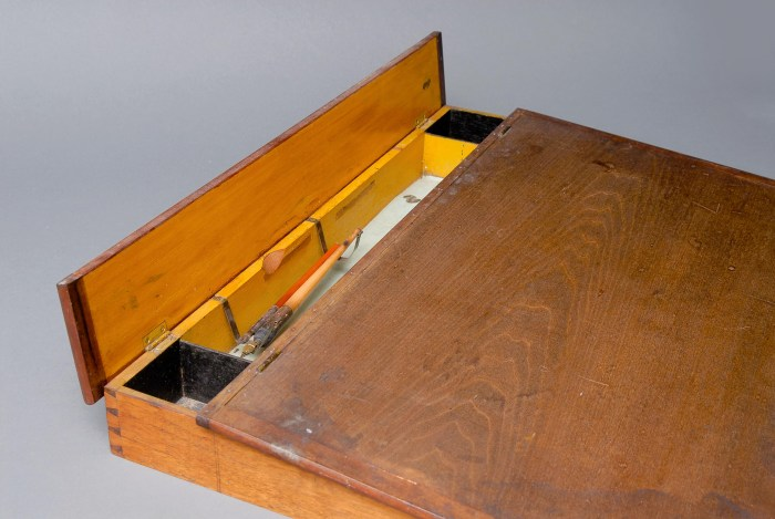 Lot 4: Desk Box