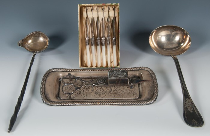 Lot 249: Miscellaneous Silver Pieces