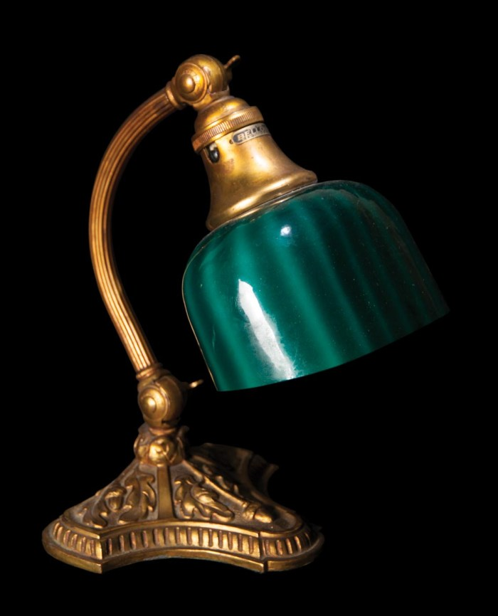 Lot 86: Bellova Desk Lamp