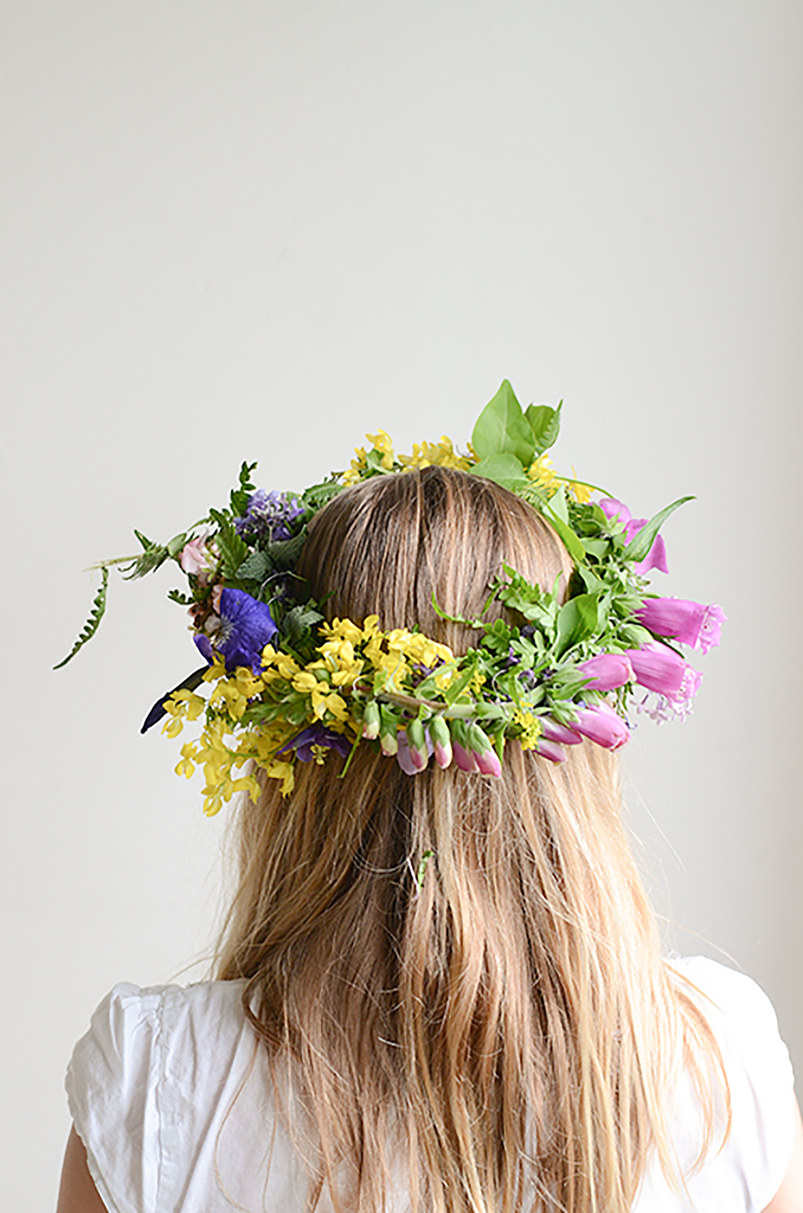Make simple one of a kind flower crowns willowday make simple one of a kind flower crowns izmirmasajfo