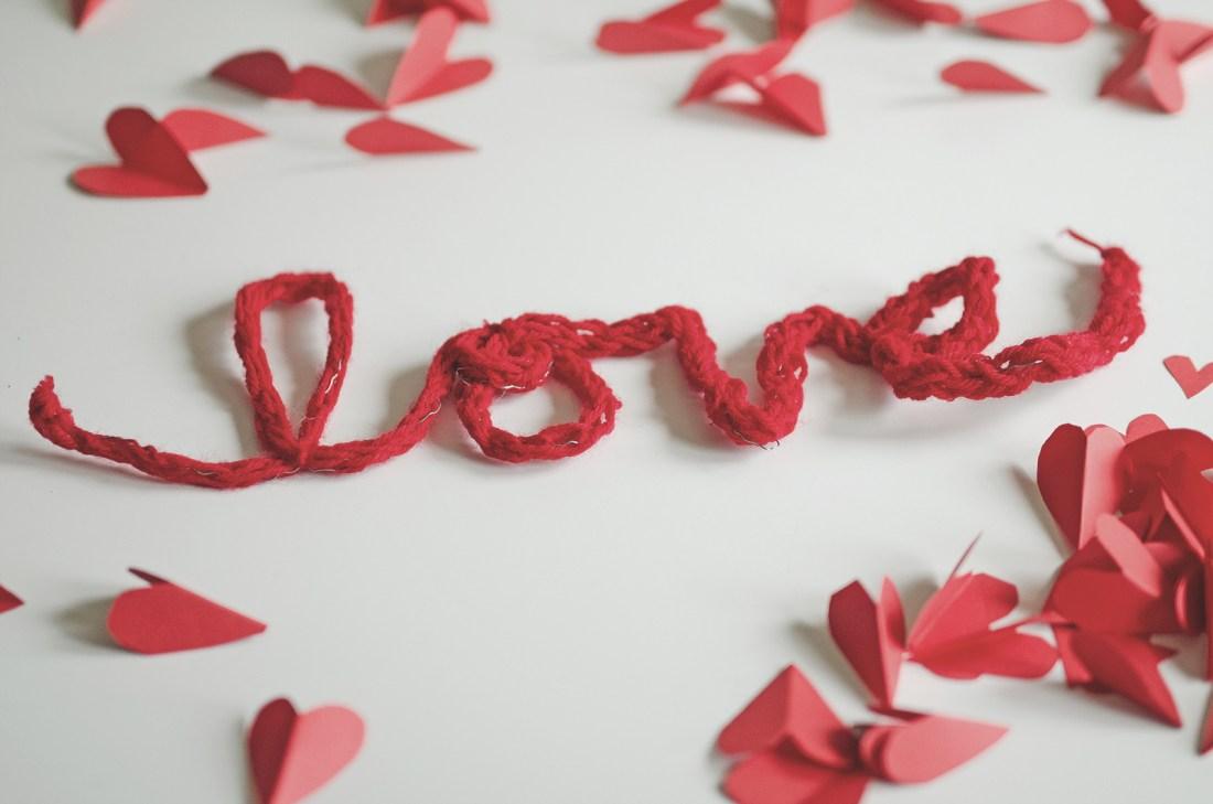 finger knit valentine decorations