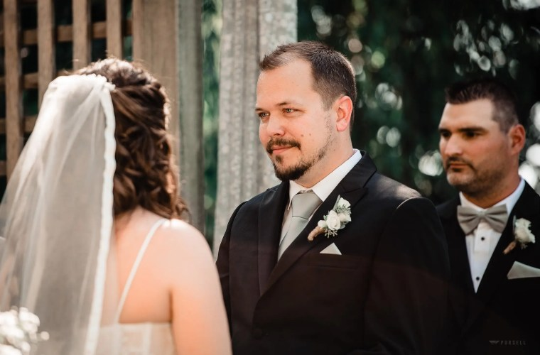 021 - groom garden wedding