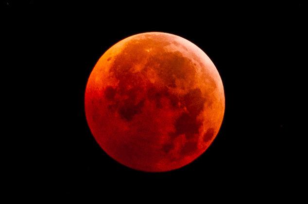 Lunar Eclipse Dec 21 2010 - Toronto, Ontario, Canada