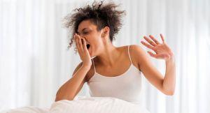 por que acordamos com mau hálito