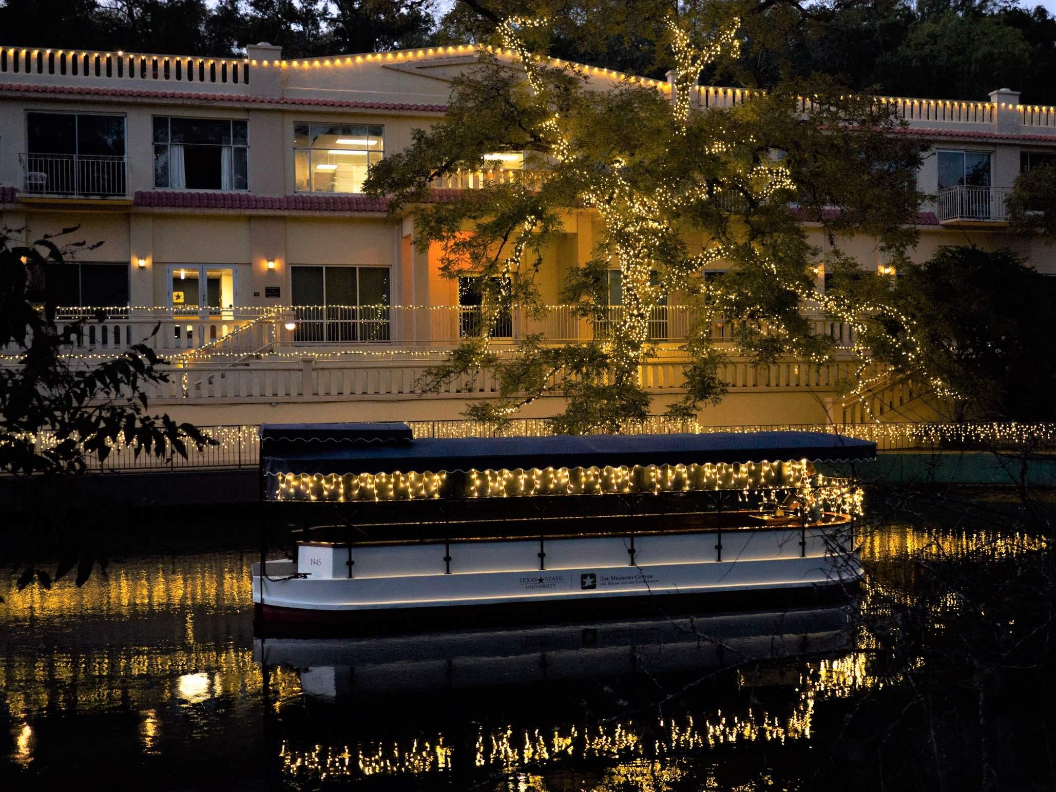 christmas boat tour london