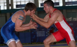 Joe Rau was leading his match before getting pinned. (Bob Mayeri image)