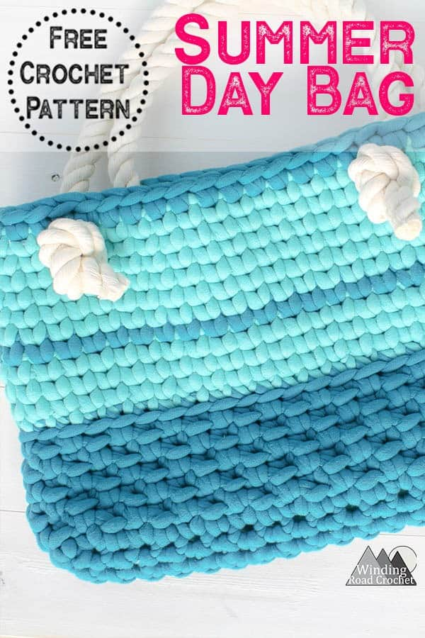this crochet bag works up quick with only 20 rows and a jumbo yarn. Use the free crochet pattern to make a  unique summer bag. #crochetbag #summercrochet #quickcrochet