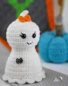 The Pretty Little Ghost is a quick and easy crochet pattern that works up fast. This free crochet pattern is fun for the Halloween Holidays and adds a little spooky and cute decoration to your home decor. #crochet #freepattern #holiday #halloweendecor