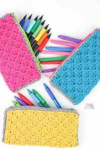 Corner to Corner crochet zipper pouch is a perfect first crochet pattern for beginners that just learned the corner to corner crochet stitch. Check out the accompanying post that has video and photo tutorials for how to corner to corner crochet. This crochet bag can hold pens, hooks, and other supplies. There is a photo tutorial for how to add a no sew liner. #c2ccrochet #crochetbag