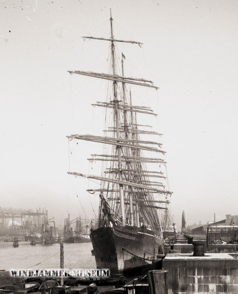 R. C. Rickmers im Hamburger Hafen