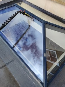Roof window atrium window cleaning