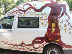 Bus-Gesichterbaum (4)