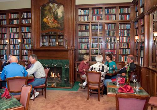 hopland-inn-library