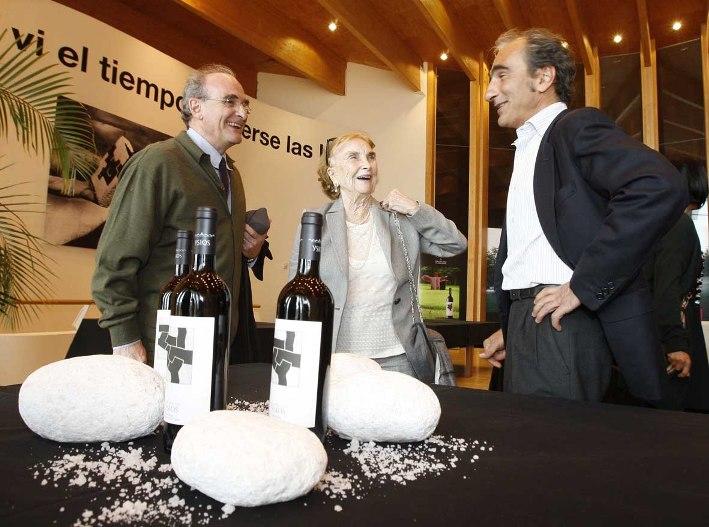 Ignacio y Luis Chillida con su madre
