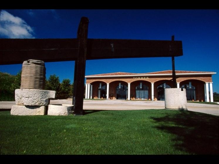 TORRES-Centro-de-Visitas-en-Pacs-del-Penedès-copia.jpg