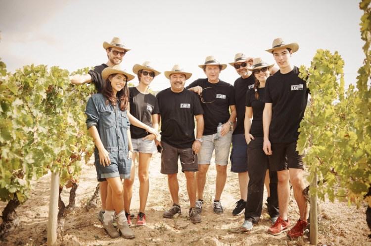 De izquierda a derecha: Cristina Brondo, Peter Vives, Clàudia Costas, Toni Sevilla, Pep Munné, Alfonso Albacete, Mariona Ribas y Francesc Colomer
